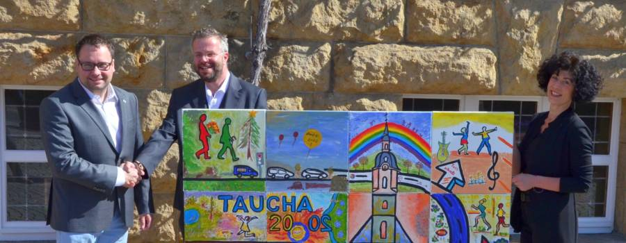 Lebensfreude auf Leinwand – Kulturtisch übergibt Gemälde an Tauchas Bürgermeister